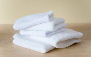 Giặt khăn bông khách sạn bằng nước lạnh giúp khăn bền hơn