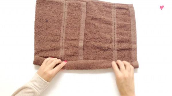 Xếp khăn tắm hình teddy bear bước 1