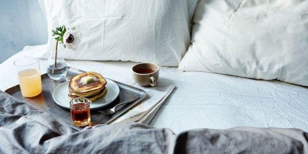 Tác dụng ngăn thức ăn gây bẩn ga đệm của khăn trải ngang giường