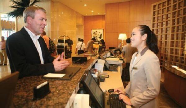 Thái độ phục vụ, giao tiếp và ứng xử với khách hàng