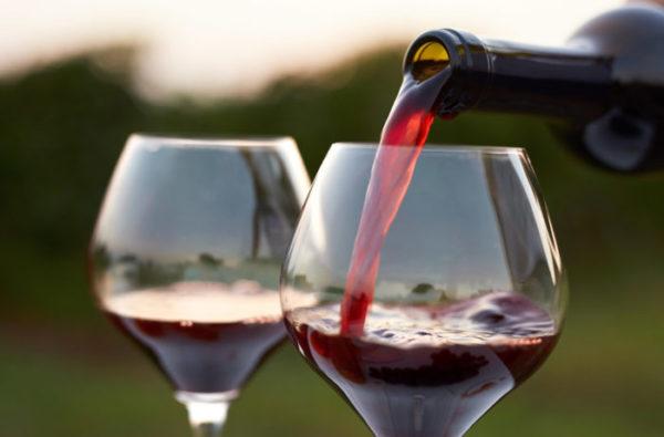 Rượu vang đỏ cũng là gợi ý không tồi