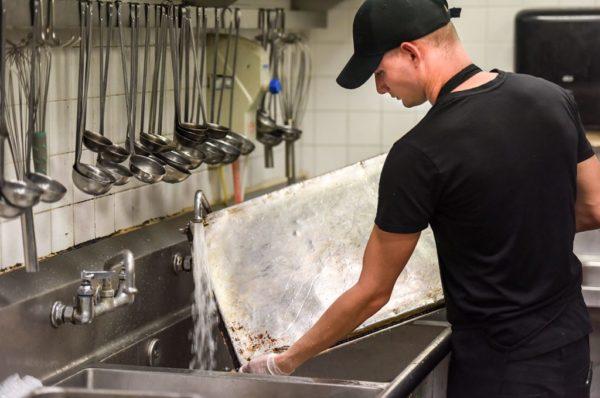 Tại sao phải đảm bảo tiêu chuẩn vệ sinh - cất trữ công cụ dụng cụ trong nhà hàng khách sạn?